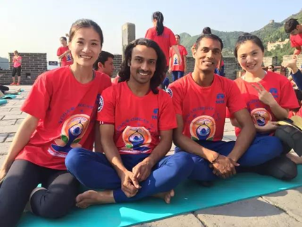 悠季瑜伽学院_视频 瞠目结舌! 国际瑜伽日上最开挂的瑜伽表演!没有之一